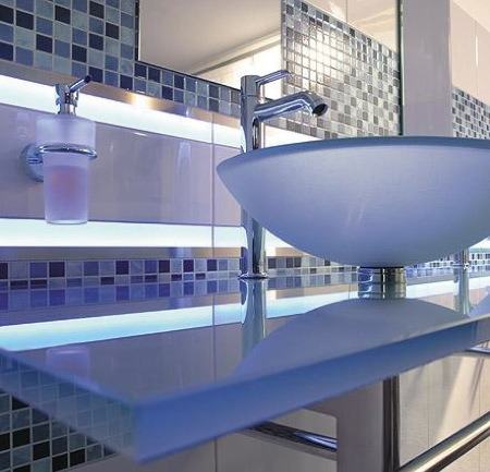 steuler-fliesen-led-tiles-glass-border.jpg
