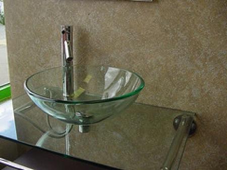 Vidrio en el ba o aqua - Lavabos de cristal de colores ...