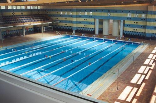 Malgastar agua en barcelona se sanciona desde hoy con - Cubas de agua para llenar piscinas ...