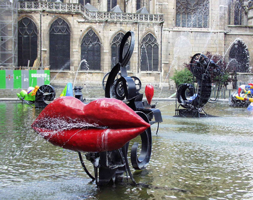Fuente de agua y arte Stravinsky en paris