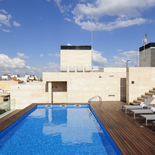 Un spa urbano de lujo en madrid aqua for Piscina exterior