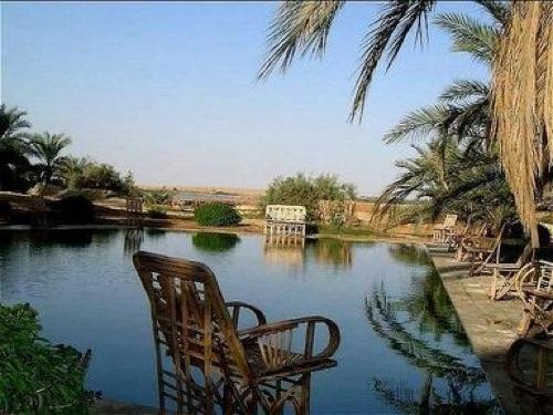 Piscina del Hotel Adrère Amellal en Egipto