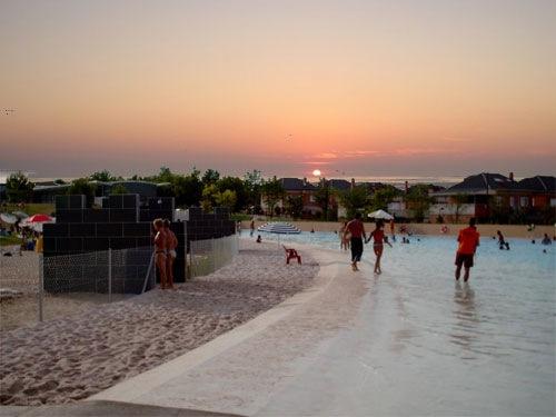 La playa de parla darse un ba o sin salir de madrid aqua for Piscina playa de madrid