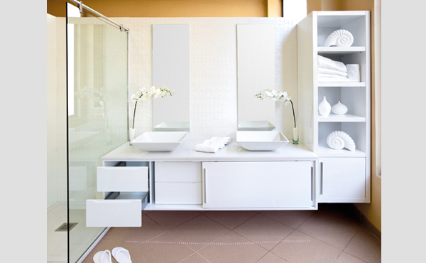 Baño Minimalista Blanco:Un baño minimalista – aqua