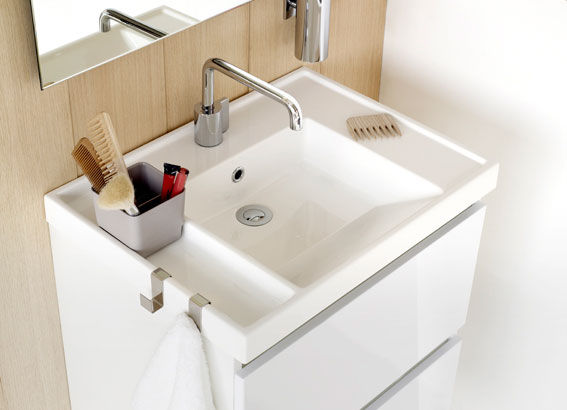 Dise o y funcionalidad en lavabos para ba os peque os aqua for Accesorios de bano de diseno