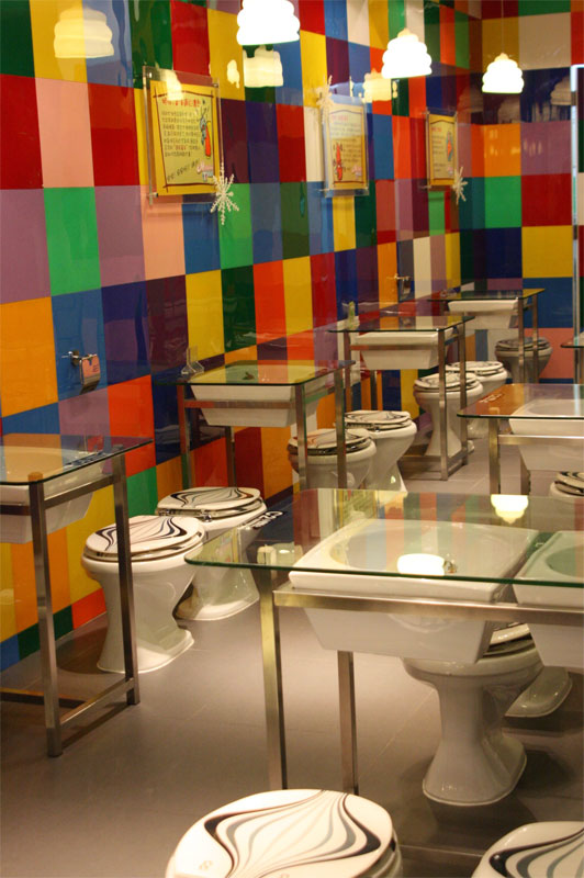 Modern toilet un restaurante inspirado en el ba o aqua for Decoracion de banos de restaurantes