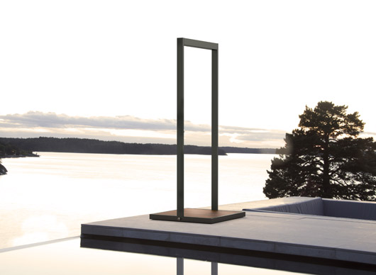parece una puerta a otra dimensin pero es una ducha para piscina diseada por broberg u ridderstrle de la empresa sueca rshults