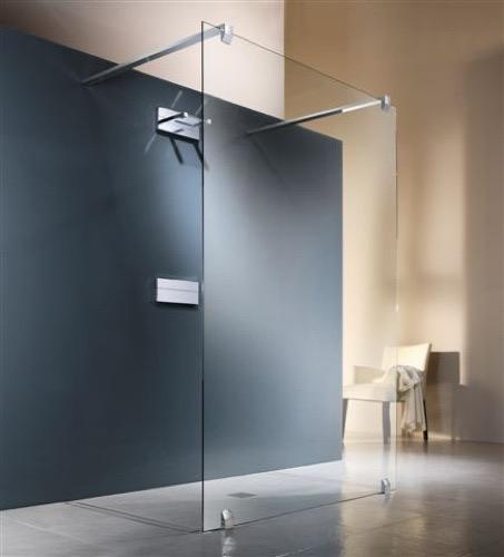 Presume de cuarto de baño equipado con plato de ducha