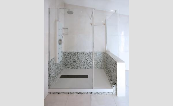 Sabes cómo hacer que tu cuarto de baño parezca más grande? - aqua