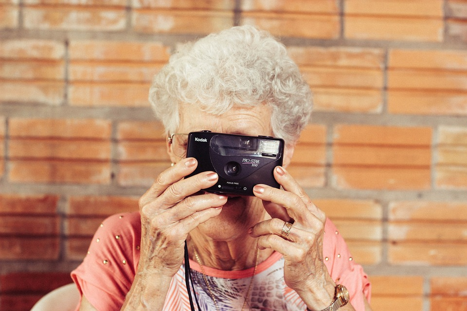 usos de tecnología por la tercera edad