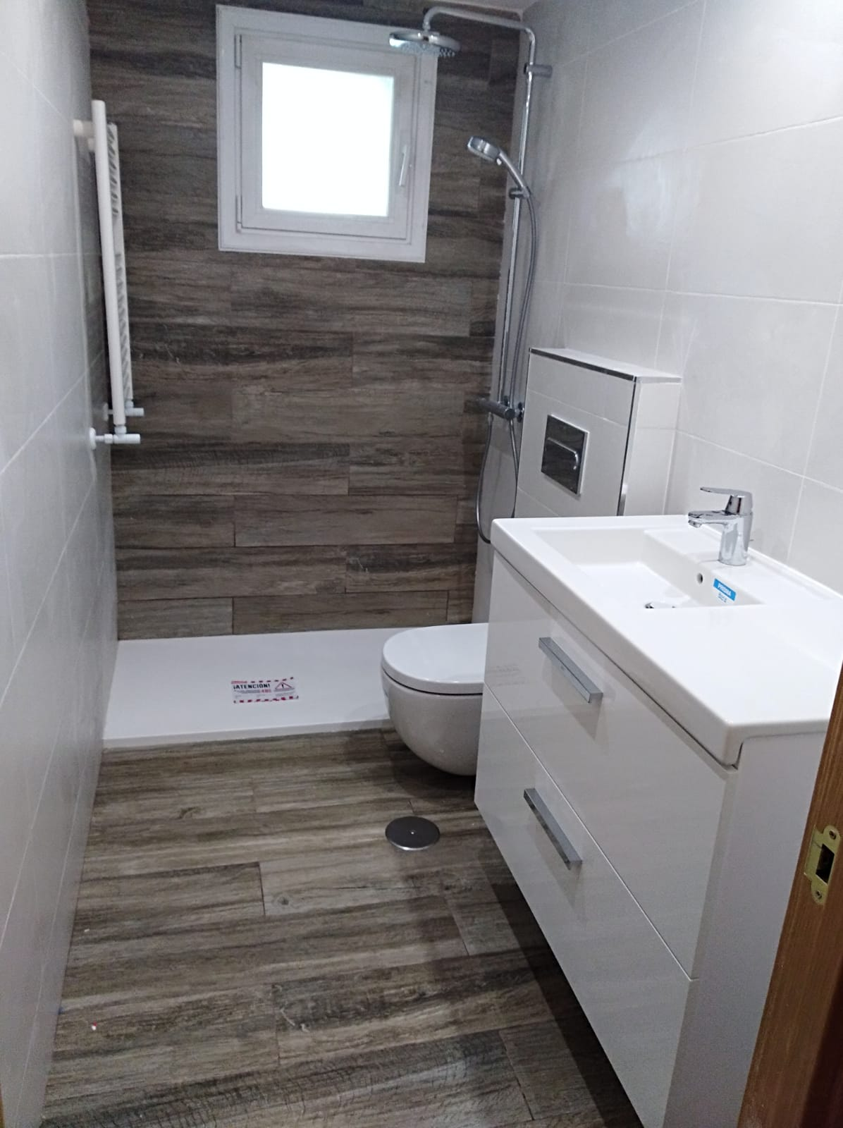 Azulejos imitacion madera. Baños imitacion madera.