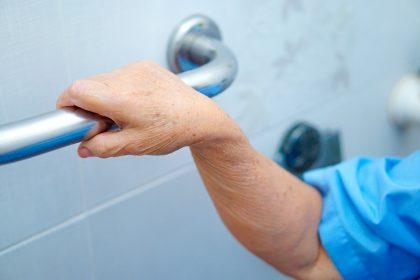 Baño para personas con demencia