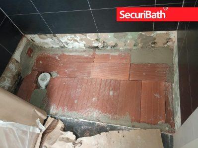 Base firme para colocación de nuevo plato de ducha - SecuriBath Solutions